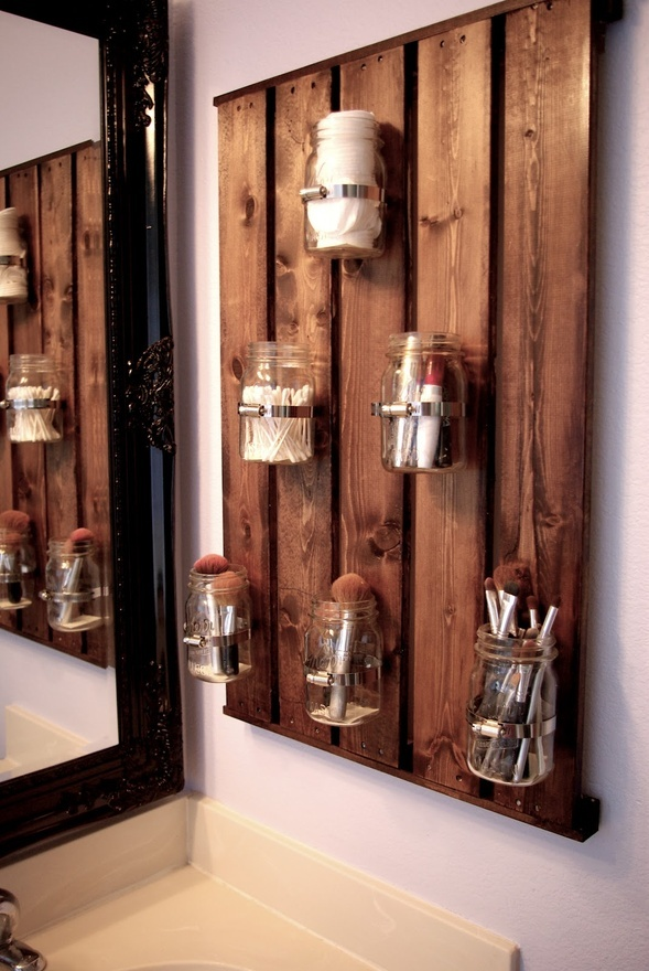 pallet-and-mason-jars---great-bathroom-idea