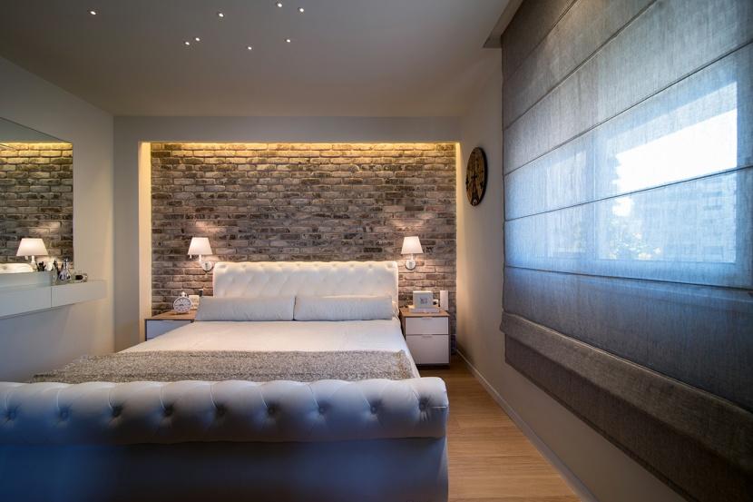 אפקטים של תאורה בחדר שינה הורים המייצרים אוירה רומנטית ואינטימית