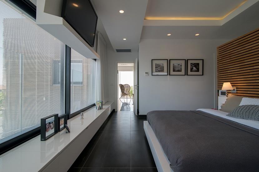 3 - אריחים בגוון אפור גרפיט לייצור דרמה בחדר שינה ולהדרגשת פרספקטיבה