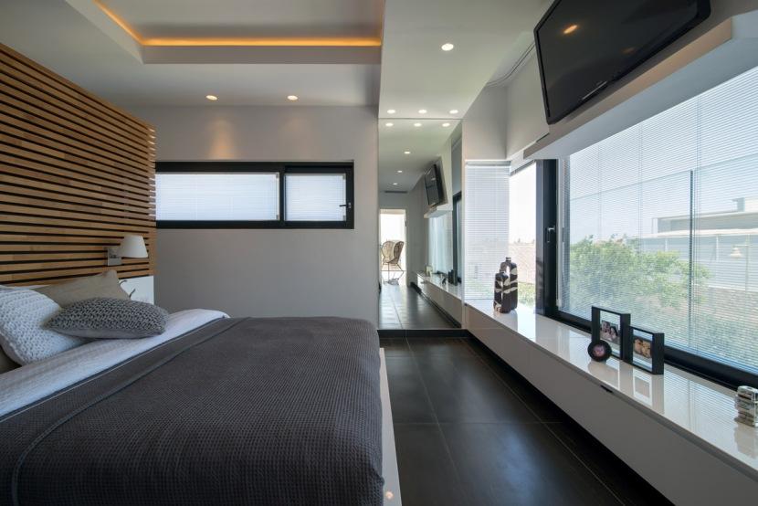 מראה מרצפה לתקרה מייצרת אשליית המשכיות של הרצפה והתקרה